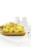 2 αυγά που ανακατώνονται Στοκ φωτογραφία με δικαίωμα ελεύθερης χρήσης