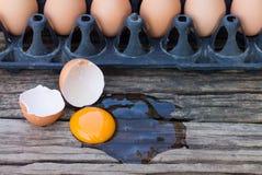Αυγά που σπάζουν Στοκ Εικόνα