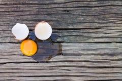 Αυγά που σπάζουν Στοκ εικόνες με δικαίωμα ελεύθερης χρήσης