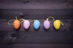 αυγά που χρωματίζονται Στοκ Εικόνες