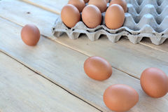 Αυγά σε έναν ξύλινο πίνακα Στοκ εικόνα με δικαίωμα ελεύθερης χρήσης
