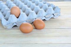 Αυγά σε έναν ξύλινο πίνακα Στοκ φωτογραφίες με δικαίωμα ελεύθερης χρήσης