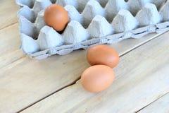Αυγά σε έναν ξύλινο πίνακα Στοκ Εικόνα