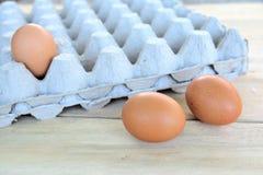 Αυγά σε έναν ξύλινο πίνακα Στοκ εικόνες με δικαίωμα ελεύθερης χρήσης