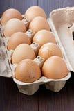 Αυγά σε ένα κουτί από χαρτόνι Στοκ εικόνες με δικαίωμα ελεύθερης χρήσης