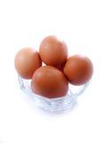 Αυγά σε μια άσπρη ανασκόπηση στοκ εικόνα με δικαίωμα ελεύθερης χρήσης