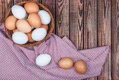 Αυγά στο καλάθι Στοκ φωτογραφία με δικαίωμα ελεύθερης χρήσης
