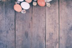 Αυγά στο κλωστοϋφαντουργικό προϊόν Στοκ Φωτογραφία