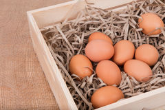 Αυγά στο ξύλινο κιβώτιο Στοκ Εικόνα