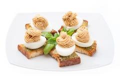 Αυγά τη μαγιονέζα που διακοσμείται με Στοκ φωτογραφία με δικαίωμα ελεύθερης χρήσης
