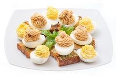 Αυγά τη μαγιονέζα που διακοσμείται με Στοκ εικόνα με δικαίωμα ελεύθερης χρήσης