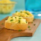 αυγά baguette που ανακατώνονται Στοκ Εικόνες