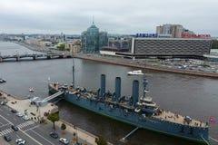 Αυγή ταχύπλοων σκαφών στον ποταμό Neu, η πόλη της Αγίας Πετρούπολης Ανοίξτε στους τουρίστες Το σύμβολο της επανάστασης του 1917 Στοκ φωτογραφίες με δικαίωμα ελεύθερης χρήσης