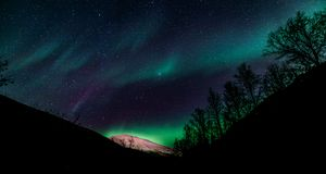 Αυγή Borealis - βόρεια Νορβηγία Στοκ εικόνα με δικαίωμα ελεύθερης χρήσης