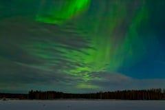 Αυγή Borealis στον ουρανό ανοίξεων Στοκ Εικόνες