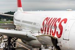 18 Αυγούστου 2017: Διεθνής αερολιμένας Narita, Τόκιο, Ιαπωνία-Ελβετός jetliner που φορτώνεται Στοκ φωτογραφία με δικαίωμα ελεύθερης χρήσης