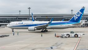 18 Αυγούστου 2017: Διεθνής αερολιμένας Narita, Τόκιο, Ιαπωνία-Jetliner στο tarmac που προετοιμάζεται να μετακινηθεί με ταξί στοκ φωτογραφία