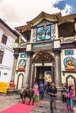 18 Αυγούστου 2014 - είσοδος στο ναό Pashupatinath στο Κατμαντού, Στοκ Φωτογραφίες