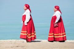 20 Αυγούστου 2018, Krasnovidovo, Ρωσία - ώριμες γυναίκες στο ρωσικό λαϊκό περπάτημα κοστουμιών στοκ εικόνα με δικαίωμα ελεύθερης χρήσης