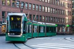 30 Αυγούστου 2016 r Φινλανδικές δημόσιες συγκοινωνίες - πράσινο τραμ στοκ εικόνες