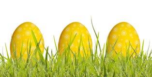 Αυγό Πάσχας στη χλόη στοκ φωτογραφία