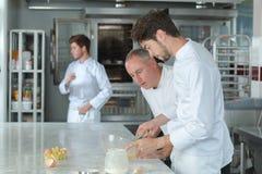 Αυγό ήττας μαθητευόμενων αρχιμαγείρων Στοκ φωτογραφία με δικαίωμα ελεύθερης χρήσης
