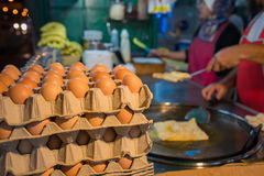 Αυγό για να καταστήσει ινδικά παραδοσιακά τρόφιμα φιαγμένα από αλεύρι Στοκ φωτογραφίες με δικαίωμα ελεύθερης χρήσης