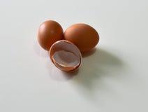 Αυγό με Eggshell Στοκ εικόνα με δικαίωμα ελεύθερης χρήσης
