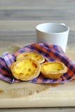 Αυγό ξινό στο ξύλινο πιάτο Στοκ φωτογραφίες με δικαίωμα ελεύθερης χρήσης
