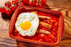 Αυγό λουκάνικων pisto Tapas con tomate ratatouille Στοκ εικόνες με δικαίωμα ελεύθερης χρήσης