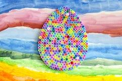 Αυγό Πάσχας από τη θερμοπλαστική χρώματος Φωτεινό aqua-χρωματισμένο υπόβαθρο που χρωματίζεται με το χέρι Στοκ φωτογραφία με δικαίωμα ελεύθερης χρήσης