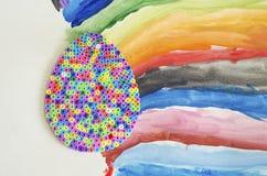Αυγό Πάσχας από τη θερμοπλαστική χρώματος Φωτεινό aqua-χρωματισμένο υπόβαθρο που χρωματίζεται με το χέρι Στοκ Φωτογραφία