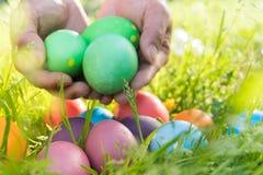 Αυγό Πάσχας! ευτυχή ζωηρόχρωμα υπόβαθρα έννοιας Πάσχας διακοσμήσεων διακοπών κυνηγιού της Κυριακής Πάσχας με το διάστημα αντιγράφ Στοκ Φωτογραφία