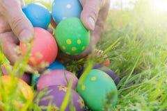 Αυγό Πάσχας! ευτυχή ζωηρόχρωμα υπόβαθρα έννοιας Πάσχας διακοσμήσεων διακοπών κυνηγιού της Κυριακής Πάσχας με το διάστημα αντιγράφ Στοκ Εικόνα