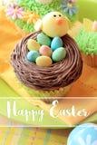 Αυγό Πάσχας και νεοσσός cupcakes Στοκ Φωτογραφία
