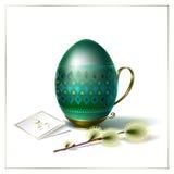 Αυγό Πάσχας με την πράσινα διακόσμηση και το κλαδάκι της ιτιάς Στοκ φωτογραφία με δικαίωμα ελεύθερης χρήσης