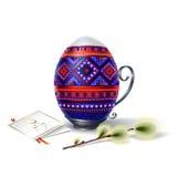 Αυγό Πάσχας με τη διακόσμηση και το κλαδάκι της ιτιάς Στοκ εικόνες με δικαίωμα ελεύθερης χρήσης