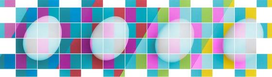 Αυγό Πάσχας στο ζωηρόχρωμο υπόβαθρο Η έννοια διακοπών και ενός ευτυχούς Πάσχας Τοπ όψη Ζωηρόχρωμη επίδραση μωσαϊκών πλέγματος Στοκ Εικόνες