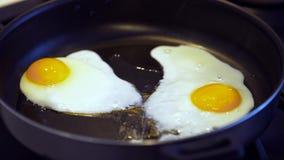 αυγό που τηγανίζεται φιλμ μικρού μήκους