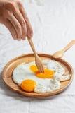 αυγό που τηγανίζεται Στοκ Φωτογραφίες
