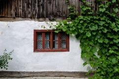 Αυθεντικές αγροτικές λεπτομέρειες architecure - παράθυρα Στοκ Φωτογραφία
