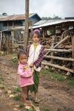 Αυθεντική και φτωχή ζωή των παιδιών του Μιανμάρ στο παν χωριό της Pet Στοκ φωτογραφία με δικαίωμα ελεύθερης χρήσης