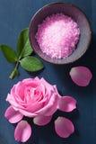 Αυξήθηκε βοτανικό άλας λουλουδιών για τη SPA και aromatherapy Στοκ φωτογραφίες με δικαίωμα ελεύθερης χρήσης