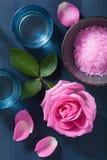 Αυξήθηκε βοτανικό άλας λουλουδιών για τη SPA και aromatherapy Στοκ εικόνα με δικαίωμα ελεύθερης χρήσης