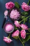Αυξήθηκε βοτανικό άλας λουλουδιών για τη SPA και aromatherapy Στοκ εικόνες με δικαίωμα ελεύθερης χρήσης