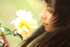 αυξήθηκε νεολαίες γυναικών Στοκ φωτογραφία με δικαίωμα ελεύθερης χρήσης