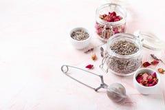 Αυξήθηκε πέταλα και οφθαλμοί λουλουδιών για aromatherapy Στοκ φωτογραφία με δικαίωμα ελεύθερης χρήσης