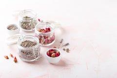 Αυξήθηκε πέταλα και οφθαλμοί λουλουδιών για aromatherapy Στοκ Εικόνα