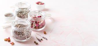 Αυξήθηκε πέταλα και οφθαλμοί λουλουδιών για aromatherapy Στοκ Εικόνες
