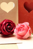 Αυξήθηκε στο σχέδιο ευχετήριων καρτών της καρδιάς για το βαλεντίνο και καλός Στοκ Εικόνες